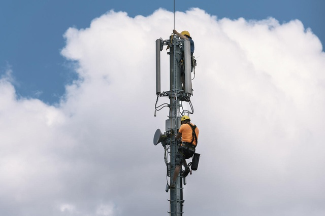 Community resistance slows 5G rollout, Smombie Gate | 5G | EMF